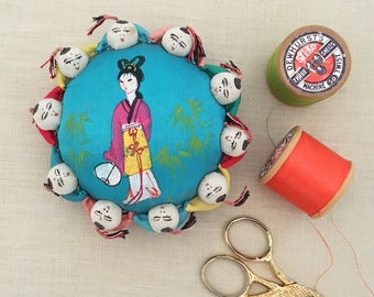 Vintage Asian pin cushion - pincushion - vintage sewing novelty silk satin people geisha - chinese #0536