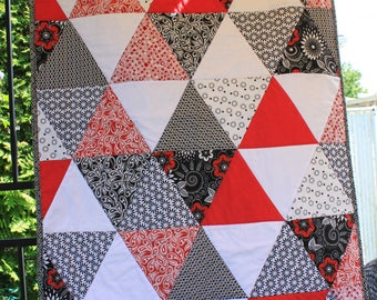 Red triangles baby quilt