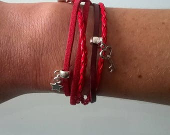 Multiple threads with red/burgundy magnet clasp bracelet