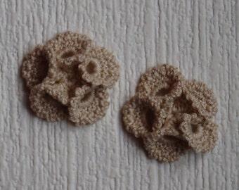 set of 2 beige 5 petals crochet flowers