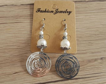 hook and bead earrings in silvery metal, prints filigree silver, white acrylic pearls