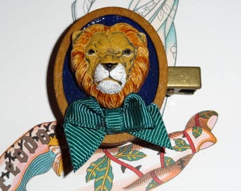 The bandys: lion (brooch)