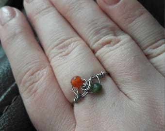 Stainless steel wire ring with 2 agate beads. Orange and green agate. UK SIZE O. Boho style. Gorgeous grey colour, sturdy. Everyday ring.