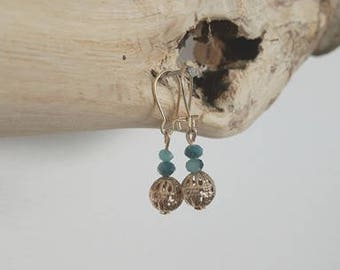 Dangle earrings gold and blue beads