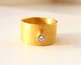 Unusual ring of gold 22k with diamond