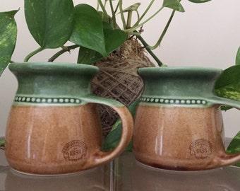 Set of 2 // Retro Bendigo Pottery Coffee or Tea Mugs // Green & Gold // Stoneware