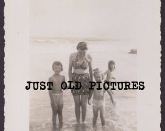 Lady in bathing Suit w/cold looking girls old vintage photo/snapshot/photograph-e127