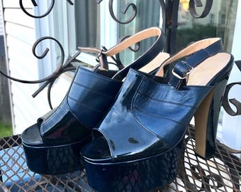 Navy 1970's GENUINE Patent LEATHER Platforms, Vintage 70's High Heel PLATFORM Shoes, Size 5.5