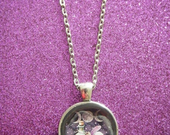 The potion silver round pendant necklace