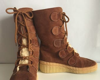 Vintage Shoes Women's 70's Brown Suede, Wedge, Boots (Size: 6)