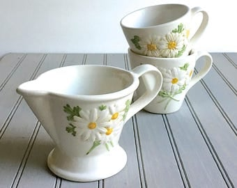 Metlox California Pottery Sculpted Daisy Cups Creamer Vernon Ware Poppy Trail