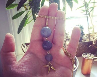Graduated Gray Quartz Necklace >> fin necklace, whale necklace, faceted pendant, spike necklace, geometric necklace, minimalist necklace