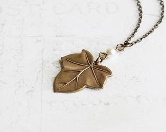 Antiqued Brass Ivy Leaf Pendant Necklace with Custom Pearl Color, Rustic Wedding Jewelry