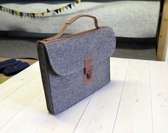 Briefcase for Macbook. Merino woolfelt and natural leather details. Mens minimalistic formal bag for Macbook Pro.