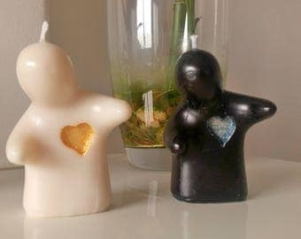 Friendship & lovers candle / Two dolls in black and white with a hand carved painted heart / Flower scented / Home decor / Unisex gift idea