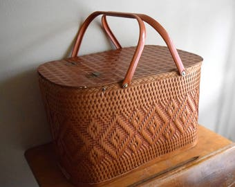 Vintage Wood Wicker Rattan Picnic Basket w/Tray - Great Outdoors, Beach, Rustic, Farmhouse