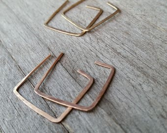 14k Gold SQUARE HAMMERED EARRINGS, Minimalist Yellow Pink Filled Gold Hoops Geometric [Géométrique Carré Boucles Or—Pendientes Cuadrado Oro]