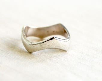 Abstract Modern Ring Band Size 6 .5 Mexican Sterling Silver Vintage Modernist Jewelry Super Hero Band Taxco Mexico