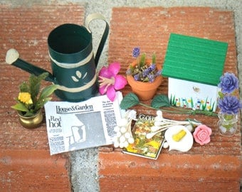 Dollhouse Miniature Lot, GARDEN YARD diorama 1:12 shadow box, bird house watering can purple pink white flowers vase pot magazine newspaper