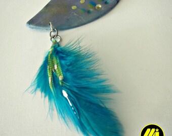 collier a plumes bleu et mauve //  blue and purple feather necklace