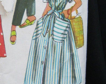 Size 16 Housedress or Robe, Simplicity 4471, 1950's. cuffed raglan sleeves, oversized pockets, mandarin or rounded collar, full, graceful