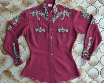 McClure's Ft. Worth vintage 1950s women's western shirt. Burgundy wool gab w/ green & white leaf embroidery. Batwing sawtooth pockets