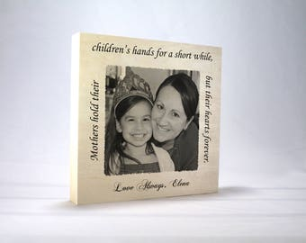 PHOTO GIFT MOM: Moms hold their children's hands, Hearts forever, Photo Block, Gift for Mom, Mommy, Gift from Kids, Mom's Birthday, Wood