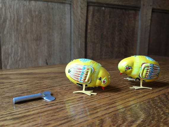 Pair Of Vintage Wind-Up Chicks, Tin Wind-Up Toy, Made In Japan, Vintage Peking Baby Chicks