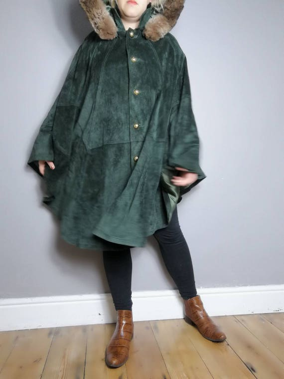 Green suede cape coat / vintage warm poncho coat / dark green suede with faux fur hood and luxurious green lining / winter cape / capes