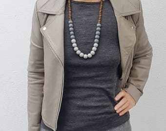 Chunky gray resin and natural wooden bead necklace - Grey beaded necklace