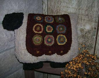 Pattern: Hooked Rug Penny Sheep Pillow by Hooked on Primitives