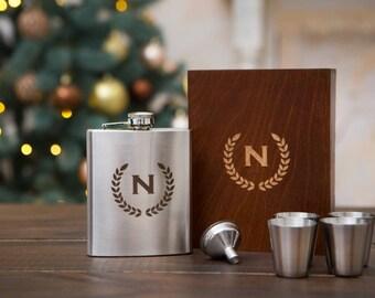 Groomsmen gift set, groomsmen flask, groomsmen gift, custom engraved flask for men, personalized gift for men, camping gift, hip flask, 7 oz