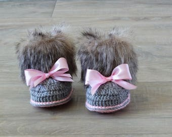 Faux fur baby girl Booties - Gray and pink - Newborn winter Boots - Crochet Toddler slippers - Baby Uggs - Baby girl gift - Baby girl shoes