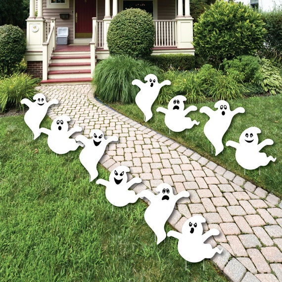 Spooky Ghost Shaped Lawn Decorations