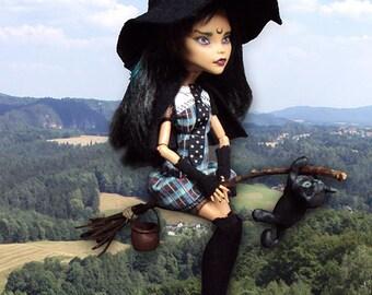Monster High Repaint custom OOAK Flying Witch teenwitch Cleo de Nile
