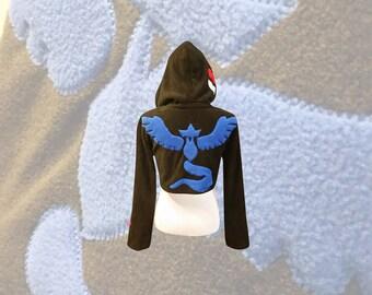 Equipo IR Pokemon Articuno místico inspirado hoodie cosplay (estilo encogiéndose de hombros)