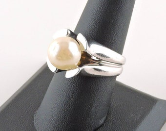 Size 8 Sterling Silver Faux Pearl Ring