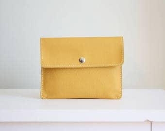 Mustard leather pouch - white leather wallet - leather card holder / cartera de cuero mostaza