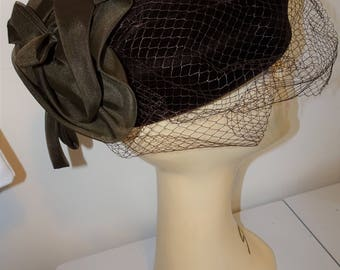 VINTAGE Ladies 1970's Brown Velvet Pill Box with lighter Tulle Fkowers on baack with full matching veiling by MITZI London