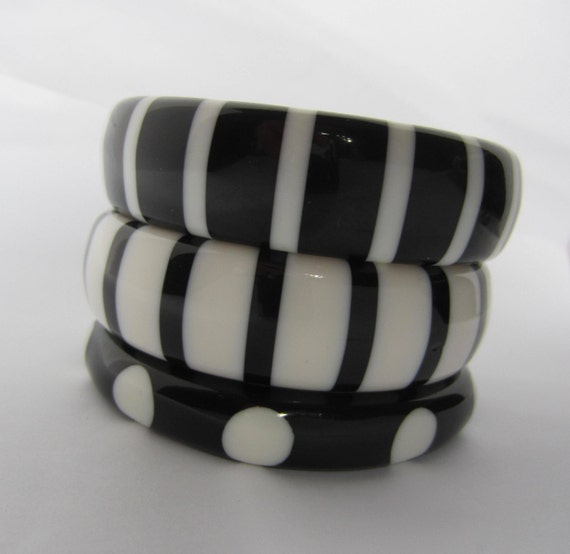 LOT of black/white acrylic Bangle bracelets ~pretty polka dot & stripe vintage costume jewelry
