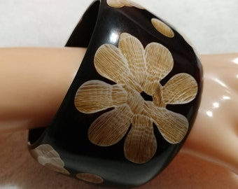 XL Plus Size Huge and Chunky Brown Carved Lucite Bangle Bracelet.