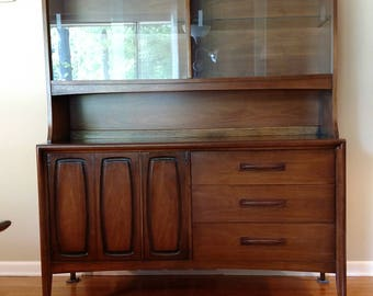 Mid Century Broyhill Emphasis Hutch / Display cabinet
