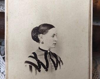 Beautiful profile portrait - CDV carte de visite antique photograph