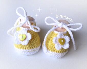 Chaussons bébé ballerines jaunes fleur blanche