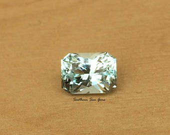 Aquamarine 1.7ct loose Gemstone, precision cut in the UK for Jewellery or Collecting