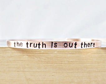 Truth Is Out There, funny bracelet, Alien jewelry, Abduction, UFO, Xfiles Gift, Spaceship, Outer Space, Sci Fi, Personalized, Mulder, Scully
