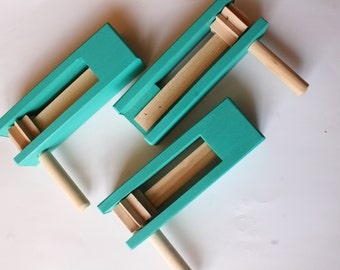 Matraca - Small - 1pc- Green- toy or decorative pieces - Randomly picked