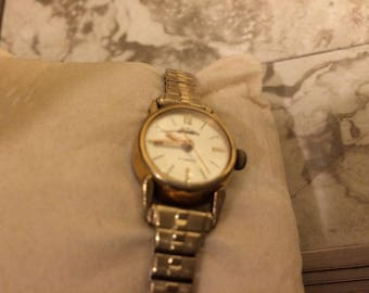 Vintage Ladies Tradition Swiss Made 17 Jewel Gold Watch