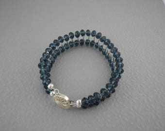 Dark Blue Glass 7.5 Inch Bracelet with a Sterling Silver Clasp (WB58)