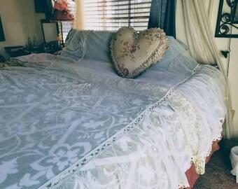 GAUZY Lace Bedspread - Romantic Bedroom - Antique Lace Coverlet - Net Lace - Excellent Condition - Vintage Linens - Creamy Latte